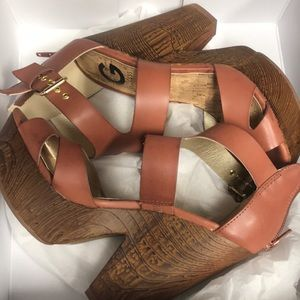 BNWT 🌺🌵 G by Guess wedges/heel light Brown 6 1/2